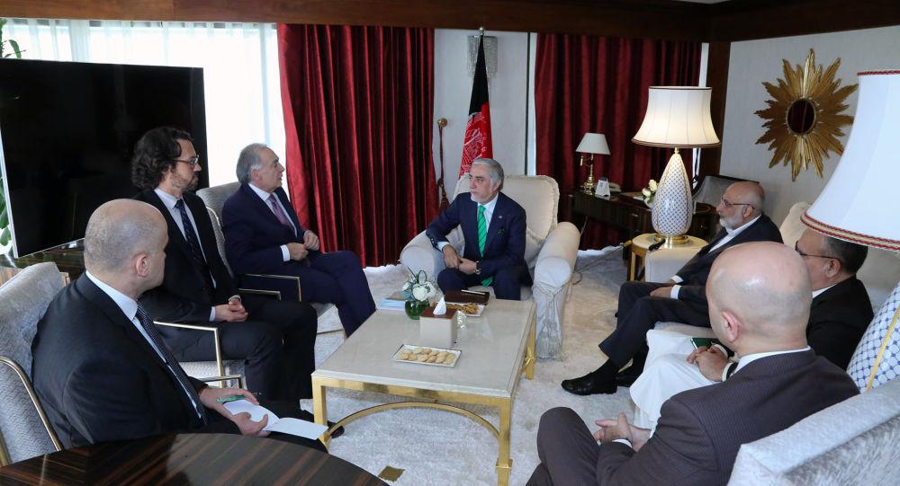 دیدار عبدالله عبدالله با نماینده سازمان ملل برای صلح افغانستان در دوحه