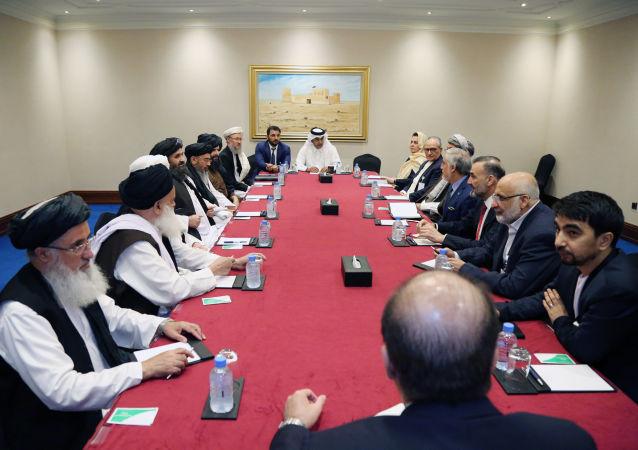 گفتوگوها میان هیأتهای بلند رتبۀ دولت و طالبان در دوحه وارد دومین روز شد