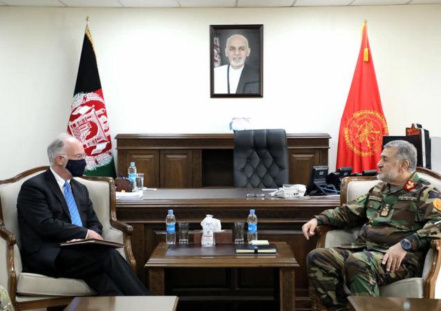 دیدار سرپرست وزارت دفاع ملی با کاردار امریکا در کابل