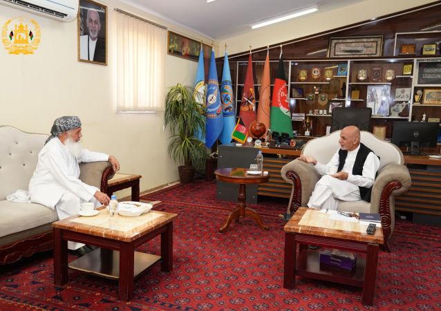 دیدار رییسجمهور غنی با اسماعیل خان در ولایت هرات