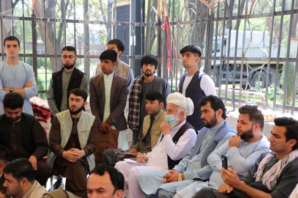 شماری از باشندگان ولایت تخار مقیم کابل، با شعار «تخار را نجات دهید» خیمه اعتراضی برپا کردند.