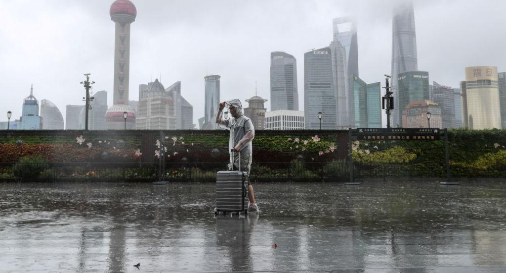 توفان اینفا رفت و آمد را در شانگهای فلج کرد