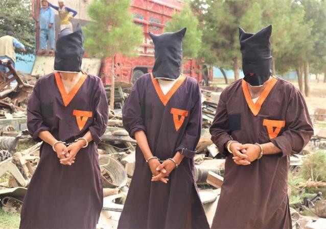 دستگیری سه تن در پیوند به پررزه و انتقال وسایل نظامی به پاکستان