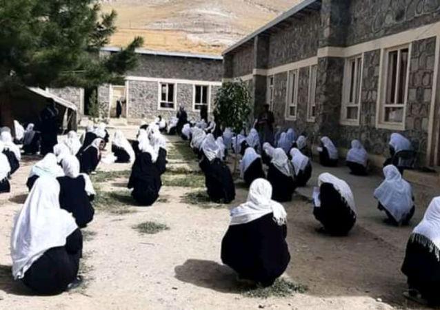پیام کمیسیون حقوق بشر به مناسبت روز دختر: دختران افغان از حقوق اساسیشان محروم شدهاند