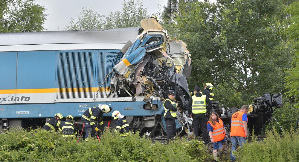 خروج یک قطار از خط ریل در امریکا کشته و زخمی برجای گذاشت + عکس