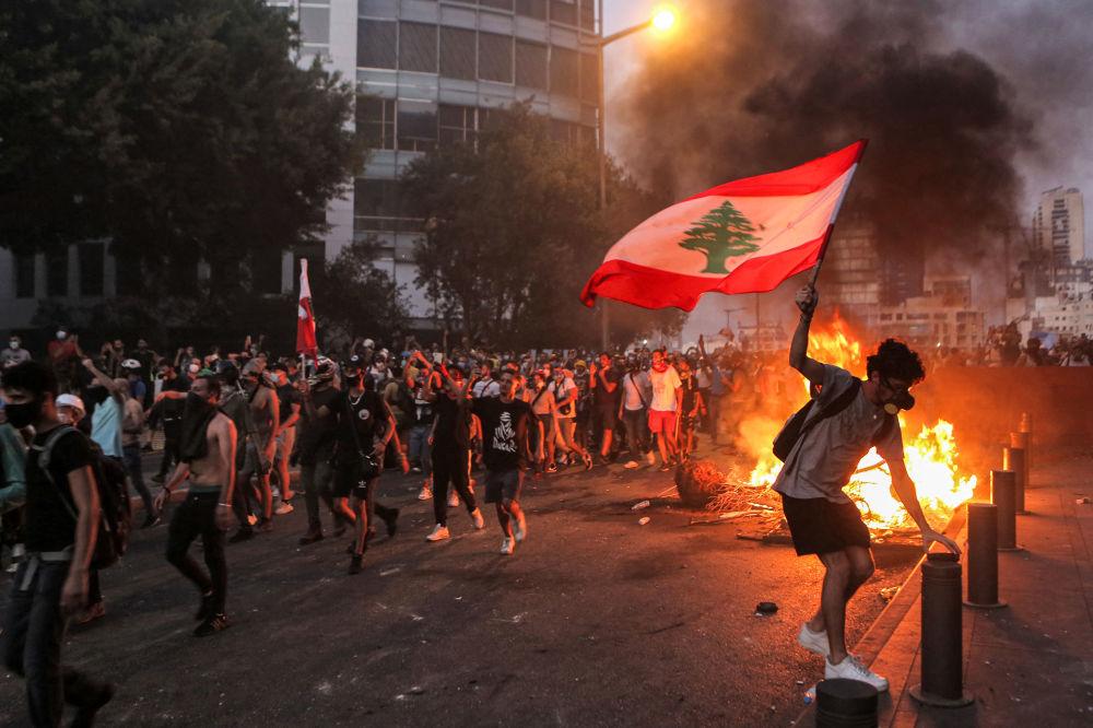بهترین عکس های این هفته اسپوتنیک/اعتراضات در بیروت لبنان
