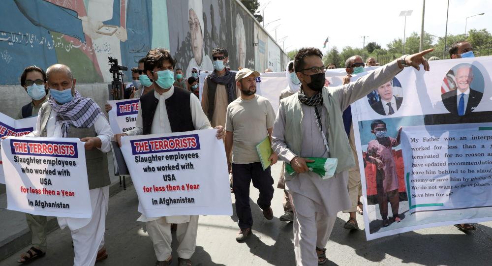 دولت جو بایدن مترجمان افغان به آمریکا منتقل می کند