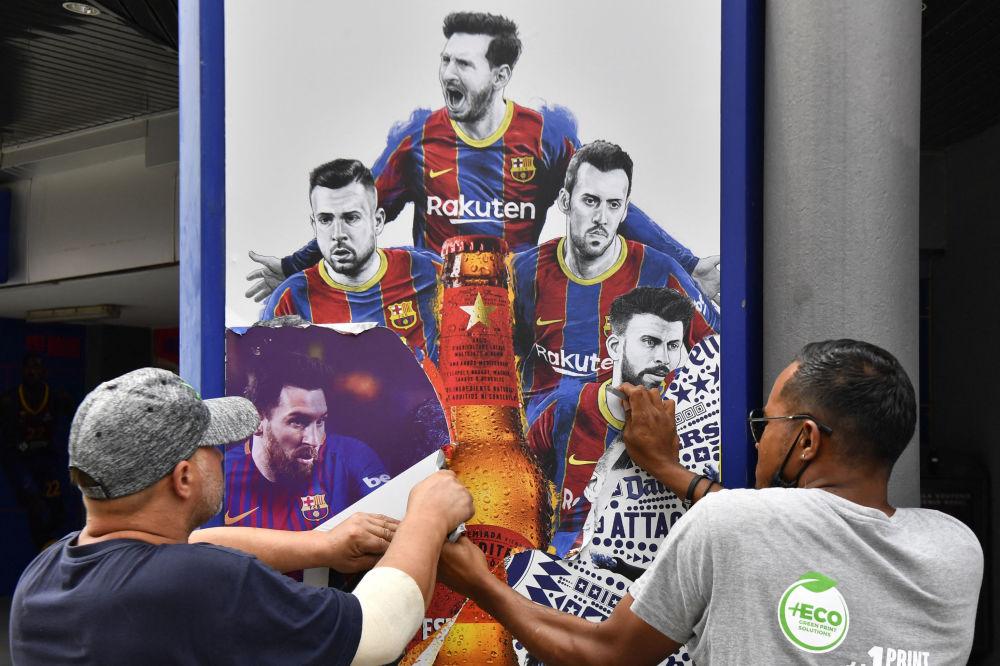 حذف تصاویر مسی از دیوارهای ورزشگاه بارسلونا.