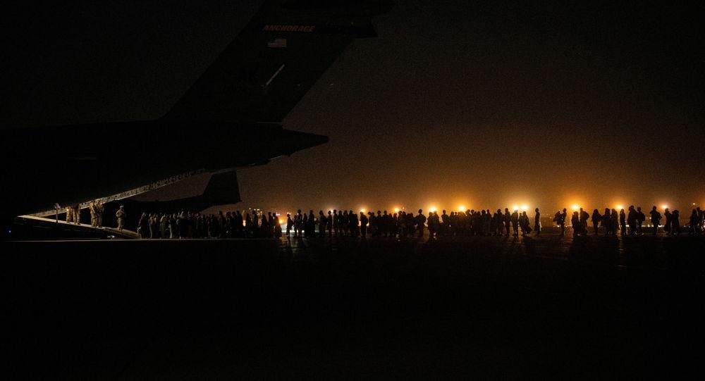 طالبان به شهروندان خارجی اجازه خروج از افغانستان را میدهد