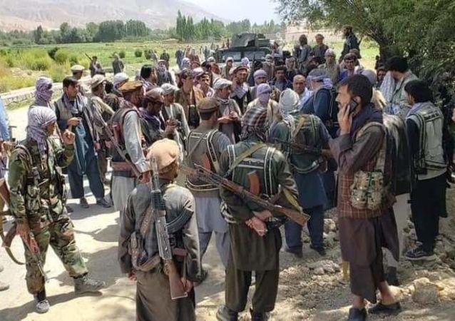 هشدار طالبان به مردم جاغوری: بر د کانهای خود پرچم سفید نصب کنید