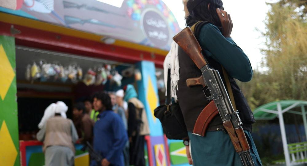 گروه طالبان در کابل به سربازی گیری آغاز کردند + عکس