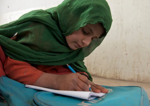 بازگشایی مکاتب در افغانستان بدون حضور دختران؛ یونیسف واکنش نشان داد