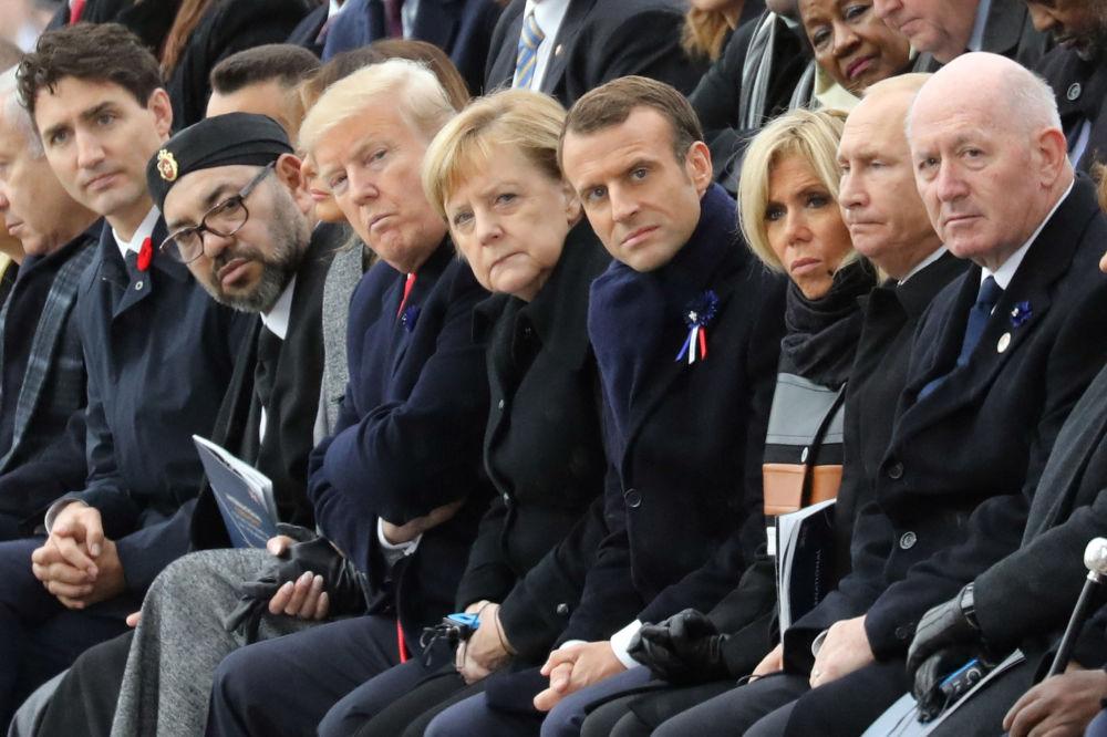انگلا مرکل با شماری از رهبران جهان.