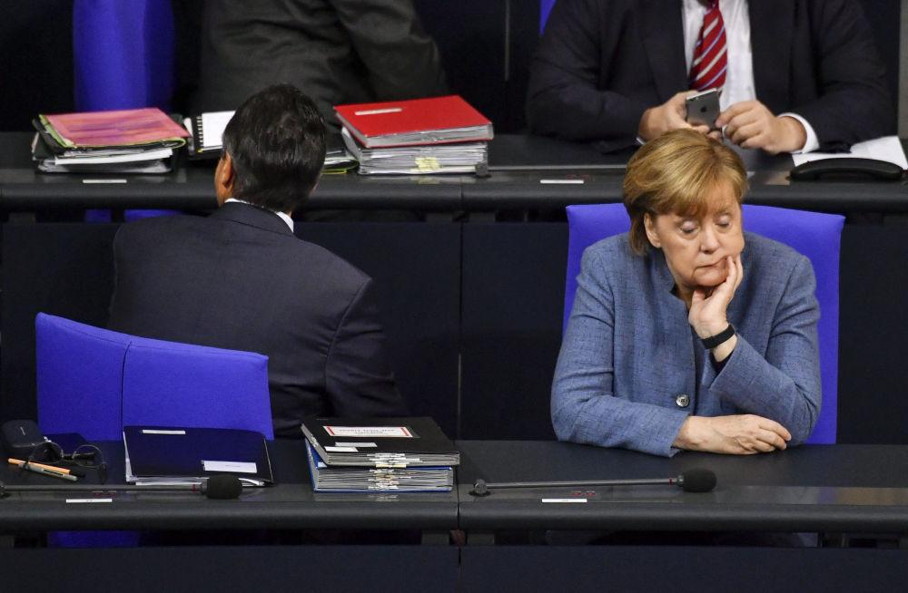 انگلا مرکل در پارلمان آلمان.