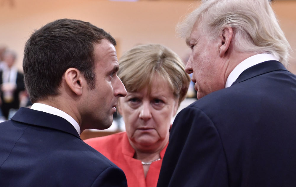 انگلا مرکل با ترامپ و امانوئل ماکرون.