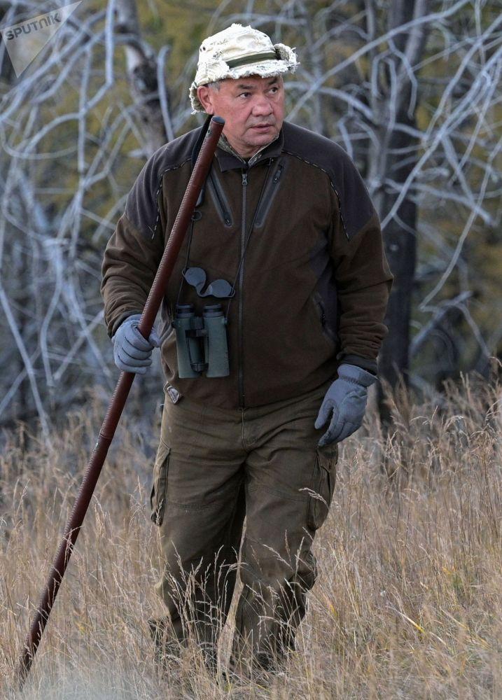 وزیر دفاع روسیه هنگام پیاده روی در تایگا.