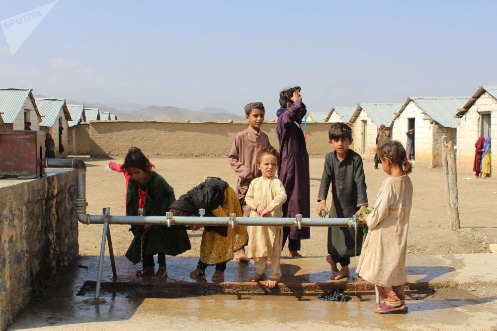 کودکان مهاجر هنگام بازی.