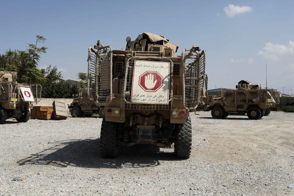 تجهیزات باقیمانده آمریکایی ها در پایگاه هوایی بگرام.