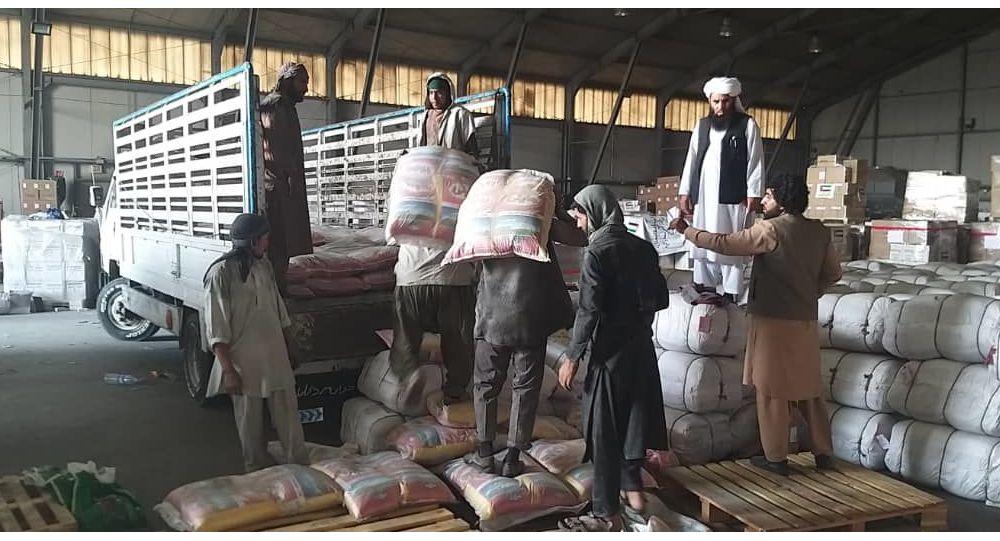 طالبان به بیجا شده گان پنجشیر مواد خوراکه فرستادند