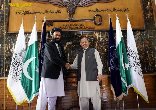 دیدار رییس کمیسیون شهرداری کابل با سفیر پاکستان مقیم کابل