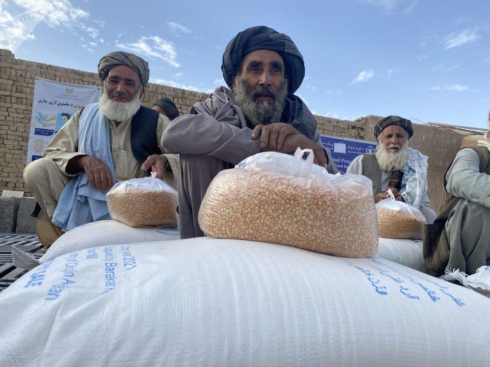 ارائه کمک های بشردوستانه برنامه جهانی غذا به مردم در ولایت قندهار.