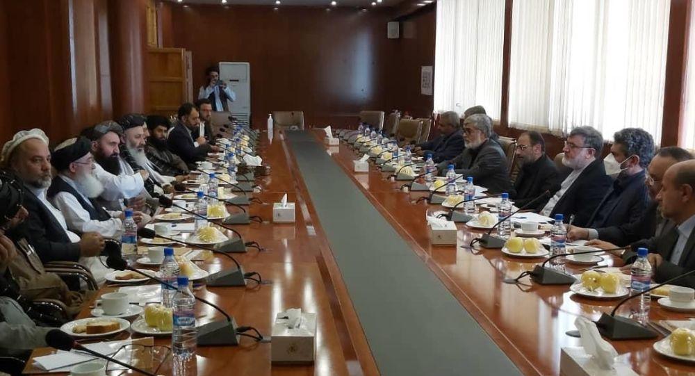 دیدار والی خراسان رضوی ایران با چهار وزیر افغانستان