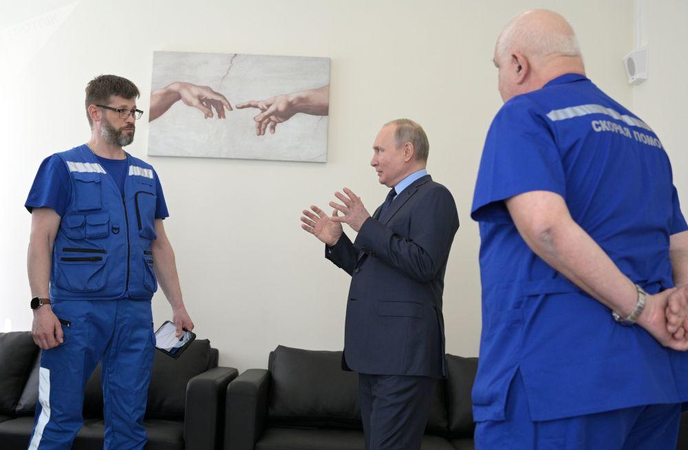 بازدید رئیس جمهور روسیه از یک ساختمان جدید کمک های عاجل پزشکی/ اپریل 2021.