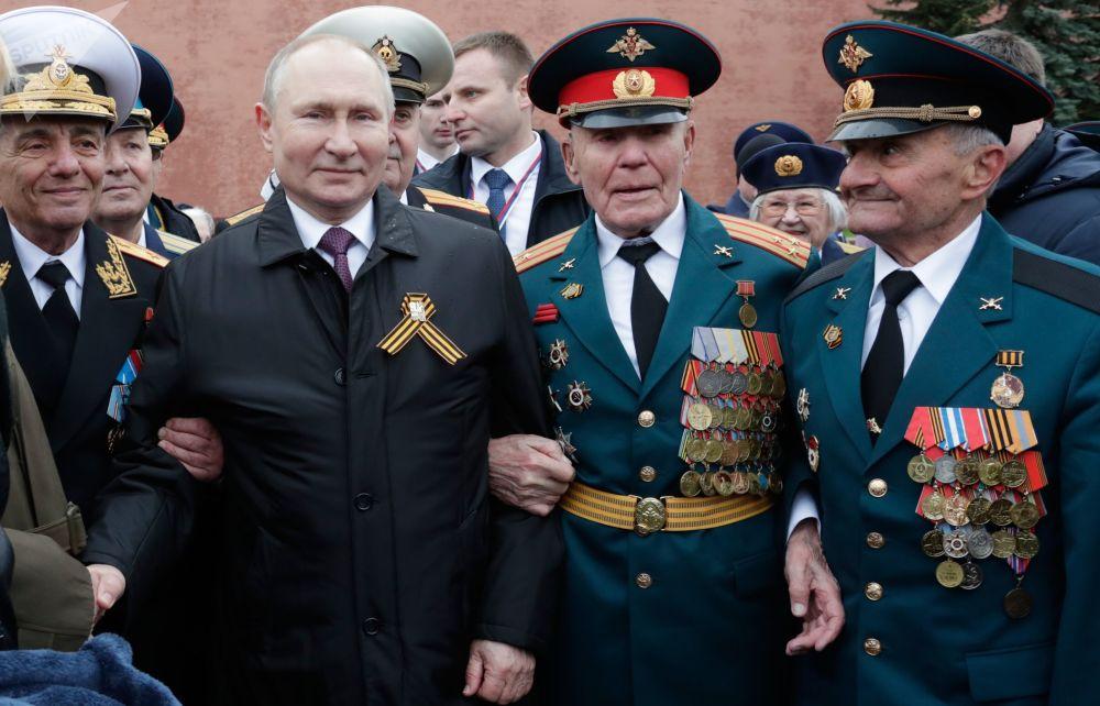 رئیس جمهور روسیه در میدان سرخ در مراسم تجلیل از جشن پیروزی در جنگ بزرگ میهنی