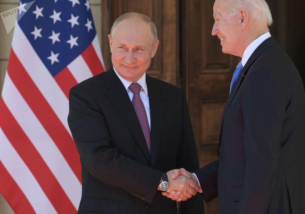 رهبران روسیه و آمریکا، ولادیمیر پوتین و جو بایدن در دیدار در ژنو در 16 جون 2021.
