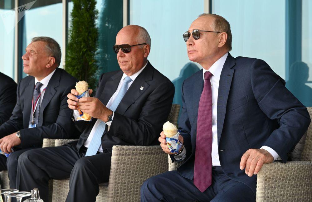 رئیس جمهور روسیه در افتتاحیه نمایشگاه  هوایی ماکس -2021.