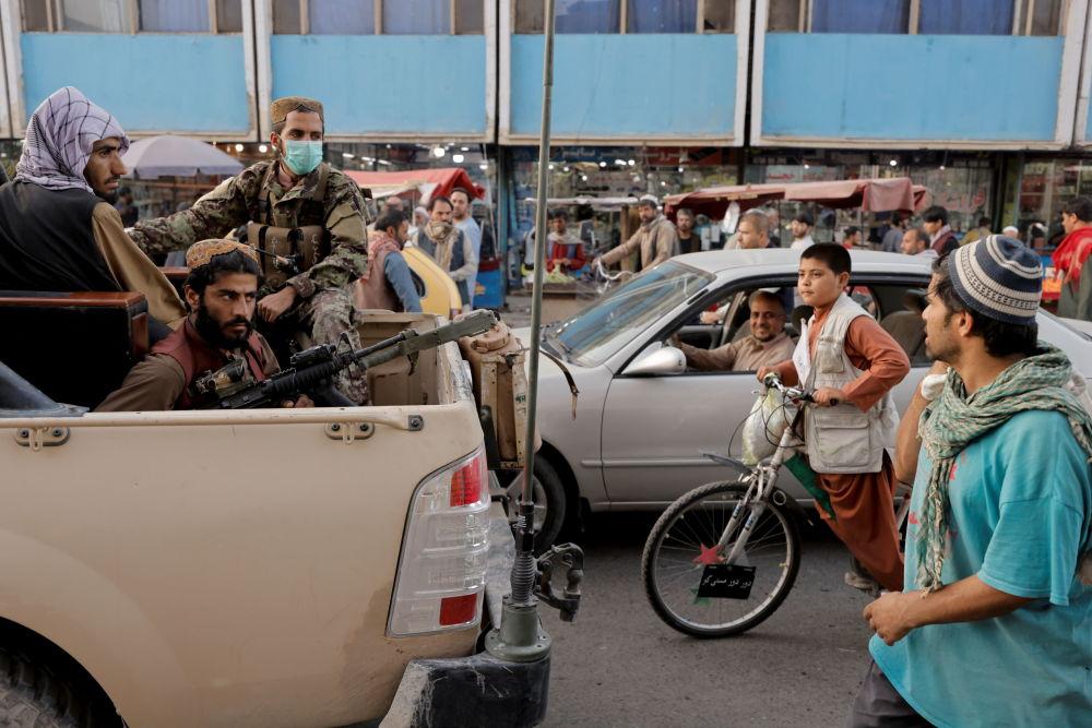 گزمه طالبان در جاده های کابل.
