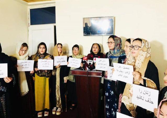 طالبان زنان افغانستان را بهخاطر رسیدن به مقاصد سیاسی خود، گروگان نگیرد