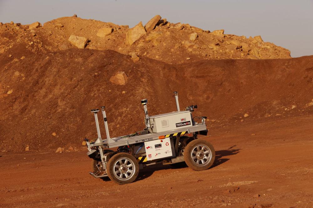 نمایی از مأموریت آموزشی به سیاره مریخ در دهانه رامون در صحرای نگوی اسرائیل