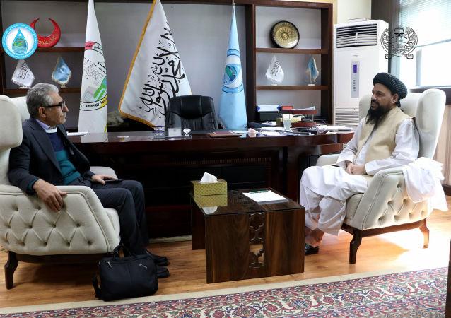 وزیر انرژی و آب طالبان با مسئولان شرکت قراردادی بند شاه و عروس دیدار کرد