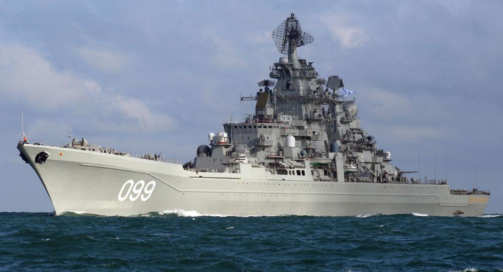 رزمایش کشتی های جنگی روسیه در کنار کشتی هواپیمابر بریتانیا
