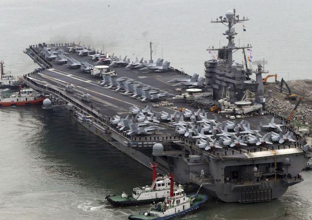 کاهش نیروها درافغانستان/ بازگشت کشتی جنگی آمریکا به خلیج فارس