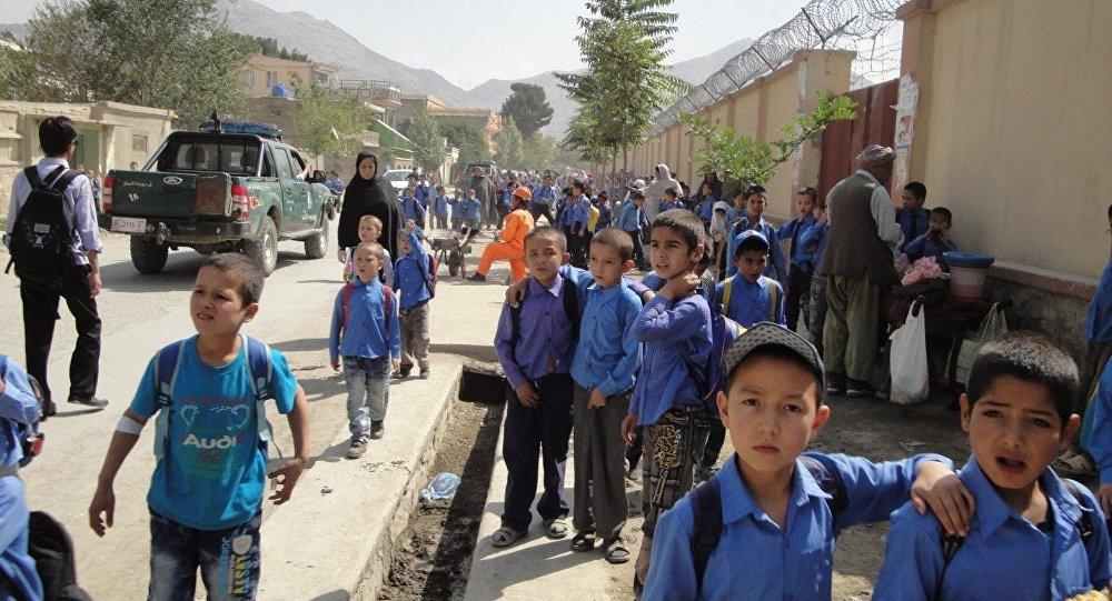 آموزش 3 هزار دانشآموز مکتب محمدفاروق در زیر آسمان کبود