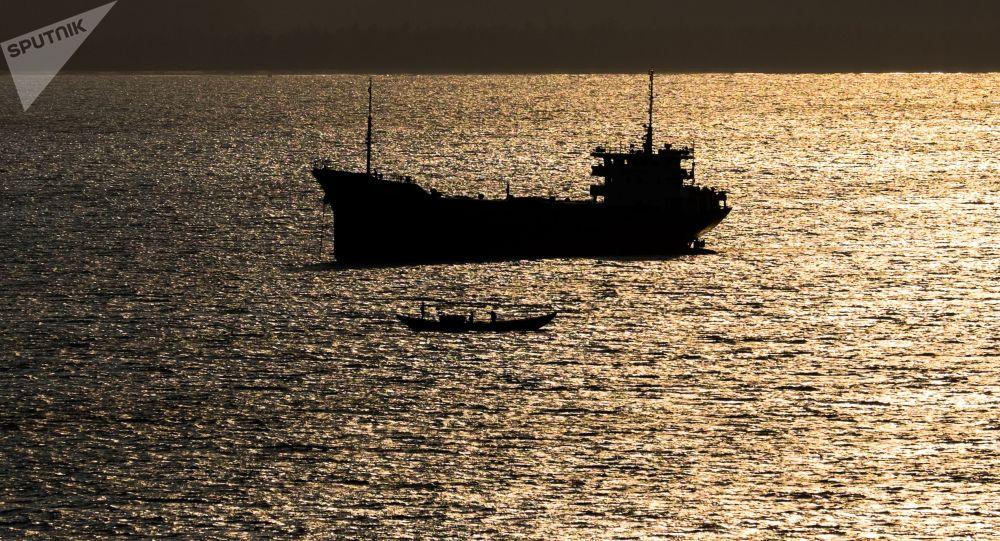 نقض قوانین بین المللی توسط کشتی جاپانی؛ روسیه واکنش نشان داد