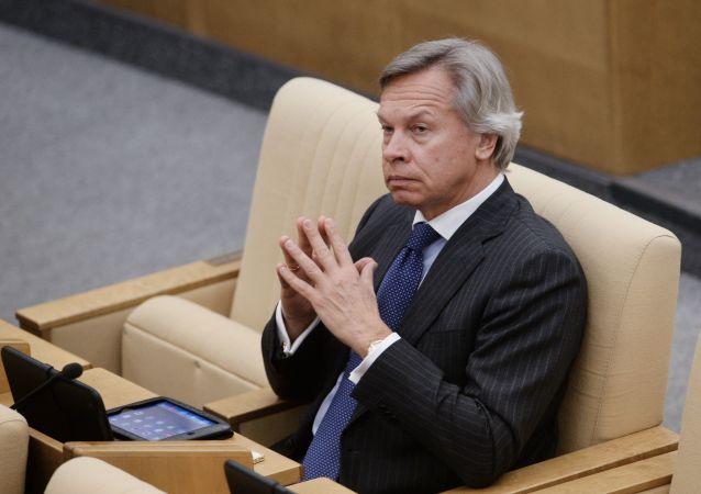 توصیه سناتور برجسته روس به جو بایدن