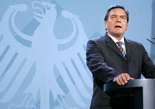 نخست وزیر سابق آلمان: روسیه را در جنگ گاز دشمن اروپا نخوانید
