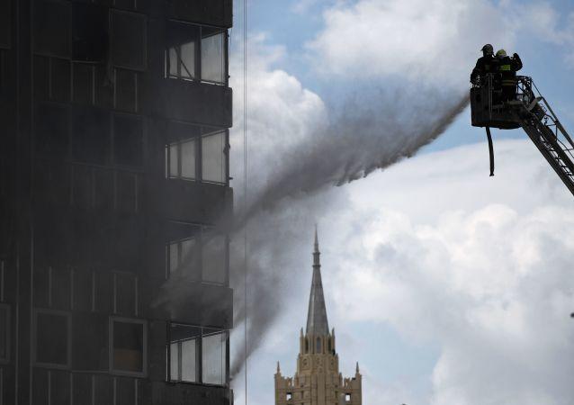 آتشسوزی گسترده در یک فابریکه تولید موبل و فرنیچر در مسکو