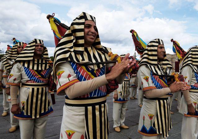 نوازندگان ارکستر سمفونیک نظامی مصر در فستیوال اسپاسکایا باشنیا  در مسکو