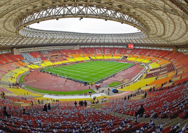 فوتبال – مذهب معاصر: ما امروز بجای صلیب به توپ تعظیم میکنیم