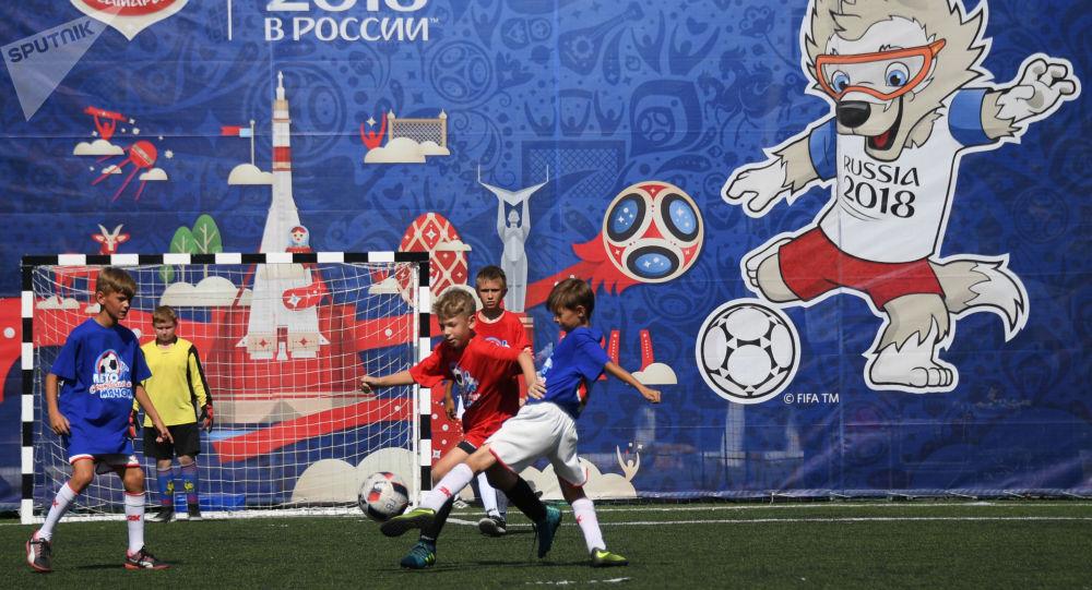 نخستین مسابقه در استادیوم جدید جام جهانی در روسیه به تعویق افتاد