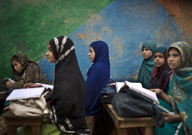 پاکستان: برای جایدهی 700 هزار پناهنده افغانستانی 2.2 میلیارد یورو کمک نیاز داریم