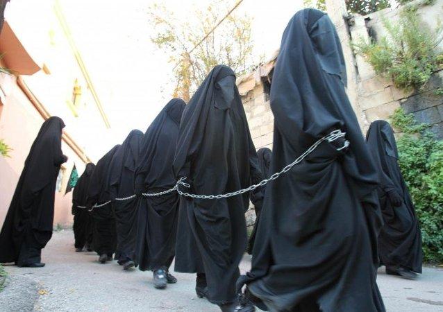 شبه نظامیان داعش با استفاده از شبکه های اجتماعی به تجارت بردگان جنسی میزنند