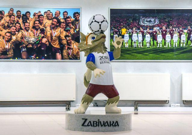 بازیکن اسبق بارسلونا، پارک فوتبال جام جهانی را در رستوف افتتاح کرد