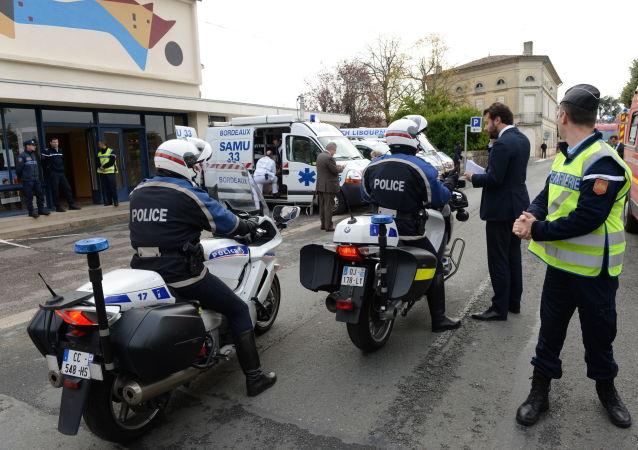 پلیس قلابی در فرانسه دانشجویان چین را بخاطر پوشیدن ماسک جریمه کرد