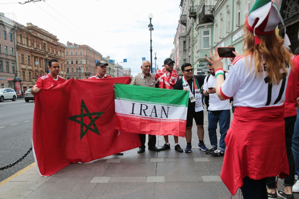 هواداران تیم های ملی ایران و مراکش در سرک های سن پترزبورگ