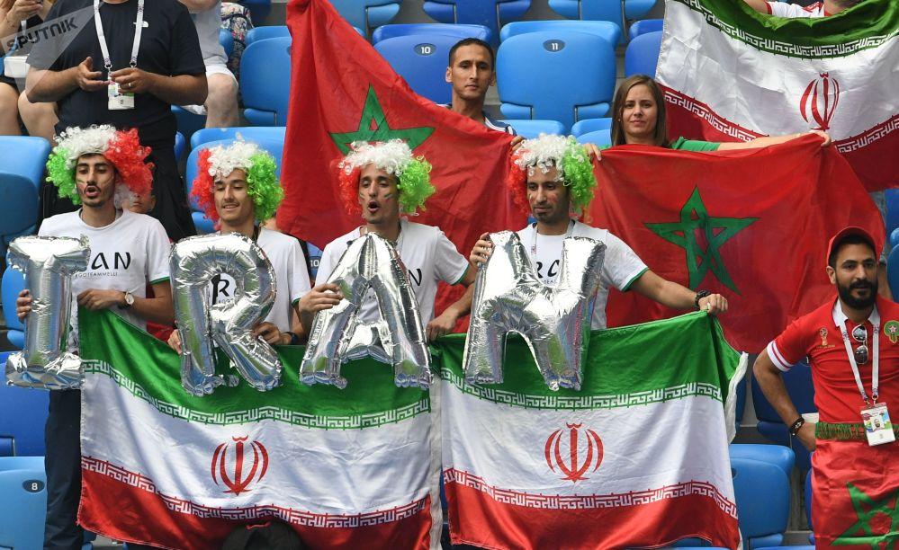 هواداران تیم های ملی ایران و مراکش قبل از آغاز بازی